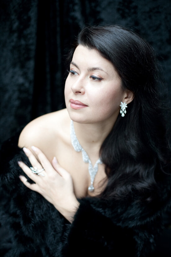 Zoryana Kushpler opera singer portrait photo